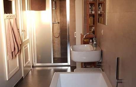 nuova disposizione sanitari vasca lavabo doccia