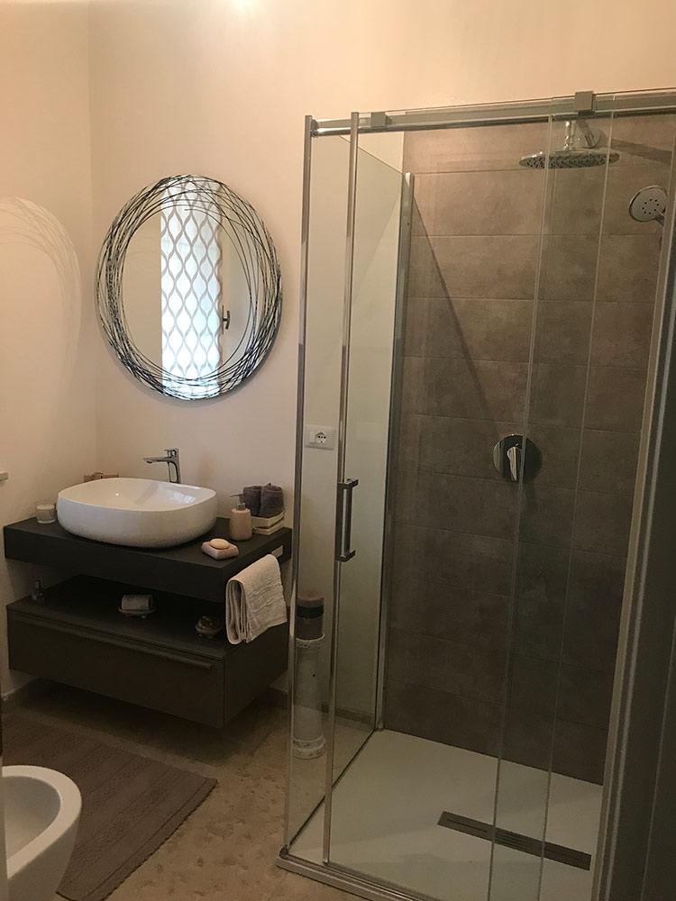 Arredo bagno doccia architetto da villa for Arredo bagno doccia
