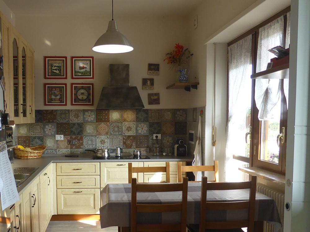cucina progetto parete cementine