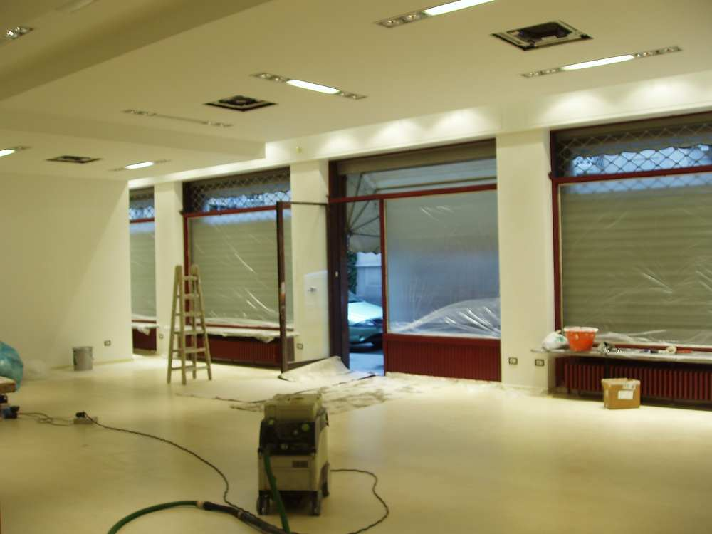 lavori in cartongesso per restyling negozio luci incasso