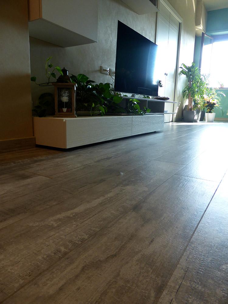 listone pavimento grès porcellanato effetto legno