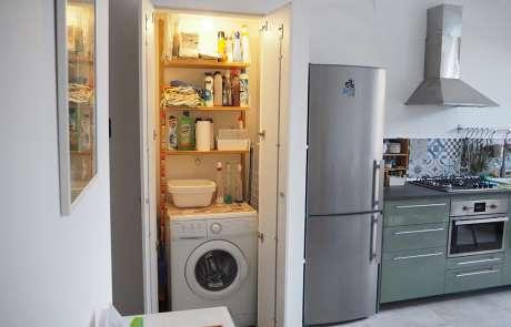 ripostiglio-lavanderia con anta filo muro