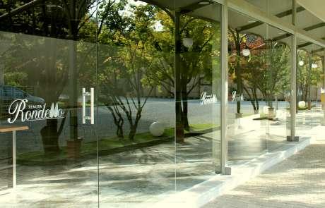 tenuta Rondello vetrata panoramica a disegno acciaio e vetro