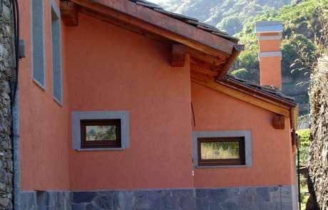 restauro totale facciate casa Aosta-intonaco rustico pietra locale
