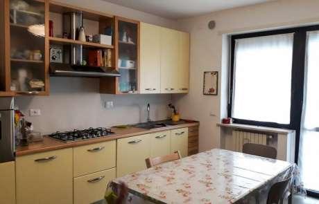 restyling cucina nuovo pavimento in grès porcellanato